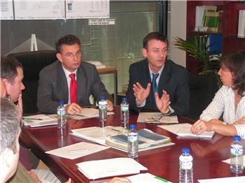 El consejero de Fomento presenta en Mérida un proyecto de vivienda experimental