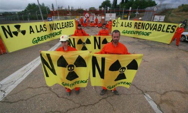 Absueltos los 18 activistas de Greenpeace que se encadenaron en la Central Nuclear de Almaraz