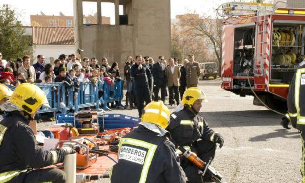 Los bomberos del SEPEI de Cáceres celebran la festividad de su patrón con un triple simulacro de incendios