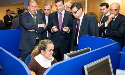 Monago asiste a la firma del convenio entre el SES y la empresa FITEX para el servicio externo de cita previa