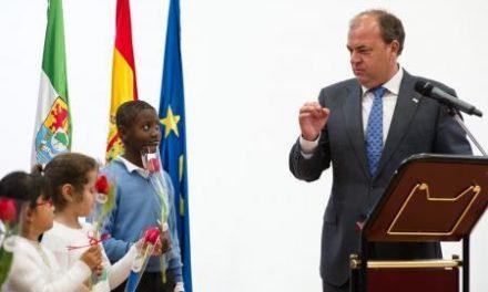 Monago defiende la excelencia en la enseñanza en la inauguración del centro Las Vaguadas de Badajoz