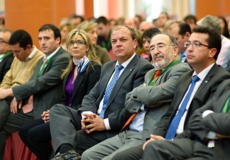 José Antonio Monago envía un mensaje de tranquilidad al personal laboral de la administración regional