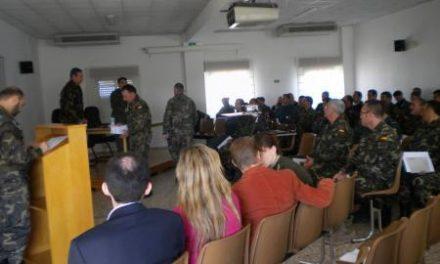 Miembros del Ejercito y de la Guardia Civil asisten a unas jornadas sobre alimentacion y ejercicio físico