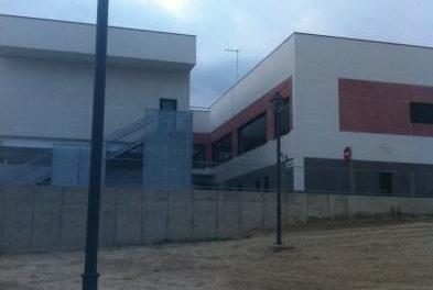 El Ayuntamiento de Coria abre al tráfico el entorno del centro de salud tras la instalación de la iluminación