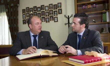 Caselles le transmite a Monago la necesidad de que se termine la autovía ExA1 durante esta legislatura