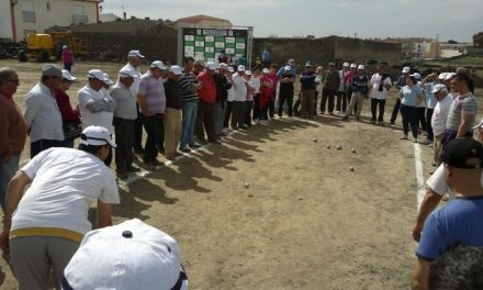 Acehúche celebró el IX torneo de petanca 'Rivera de Fresnedosa' con jugadores de toda la región