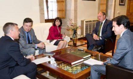 Monago y la presidenta de Simenes abordan el desarrollo energético e industrial de Extremadura