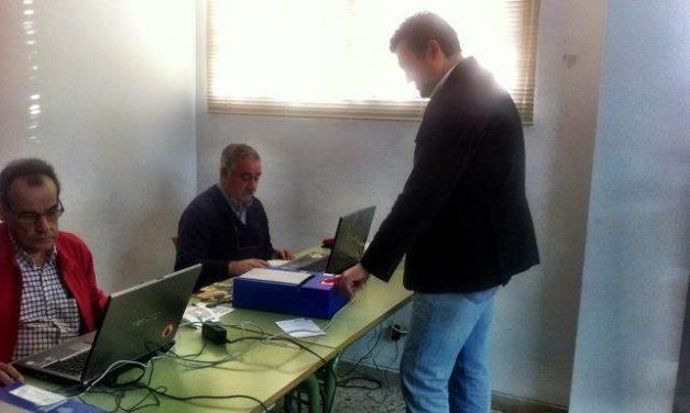 Coria estrena en las oficinas de la OMIC un nuevo sistema de equipos móviles para renovar el DNI
