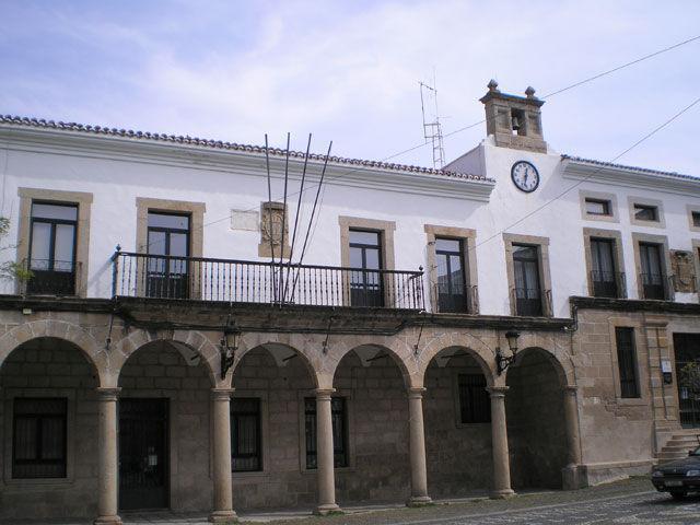 Valencia de Alcántara aprueba en pleno  un plan de ajuste para las arcas municipales