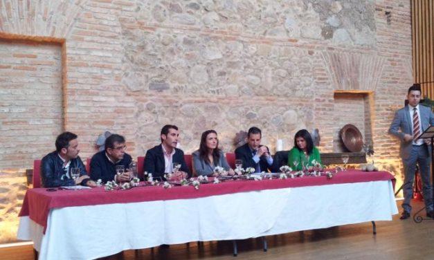 Elisa Cruz destaca en Hervás la labor de los artesanos en el matenimiento de la economía regional