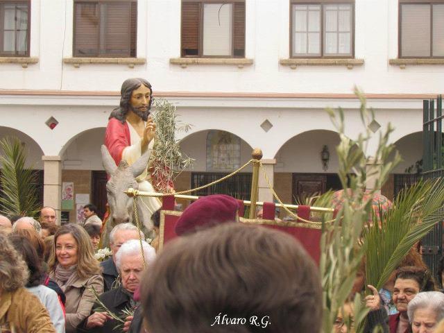 Los vecinos de Valencia de Alcántara se vuelcan con la Semana Santa a pesar de la lluvia