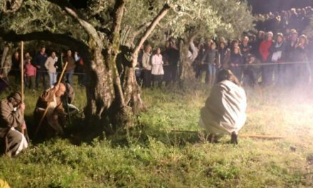 Torrecilla de los Ángeles congrega a cientos de personas en la celebración de La Pasión de Cristo