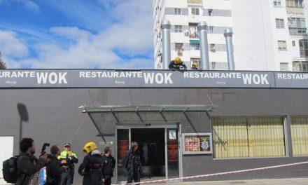 Dos personas resultan heridas tras derrumbarse el techo del restaurante Wok de la capital cacereña