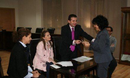El Ayuntamiento de Moraleja devuelve a cinco familias la señal que dieron para las casas de la UA-37