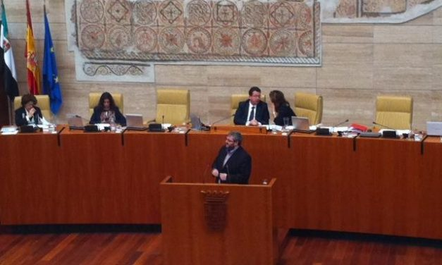 El Parlamento aprueba por unanimidad la reforma del reglamento que permitirá a IU ser grupo parlamentario