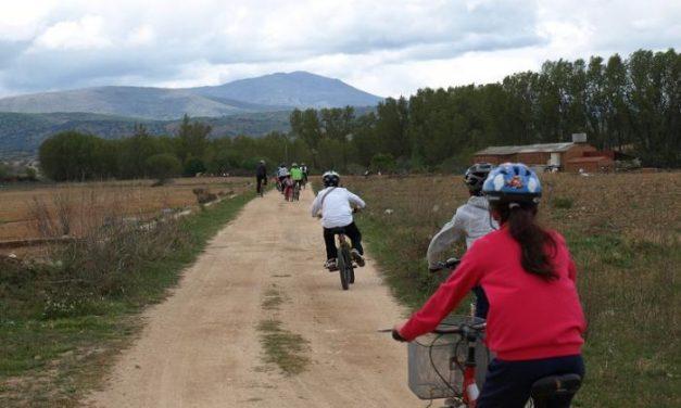 Medio centenar de ciclistas toman la salida en la primera etapa del 'IV mes de la bicicleta' en Moraleja