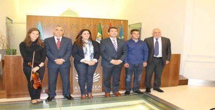 El consejero de Salud y Política Social apuesta por la integración, sin pérdida de identidad, del pueblo gitano