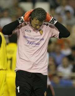 El portero del Zaragoza, César Sánchez, no jugará con la selección extremeña de fútbol por lesión