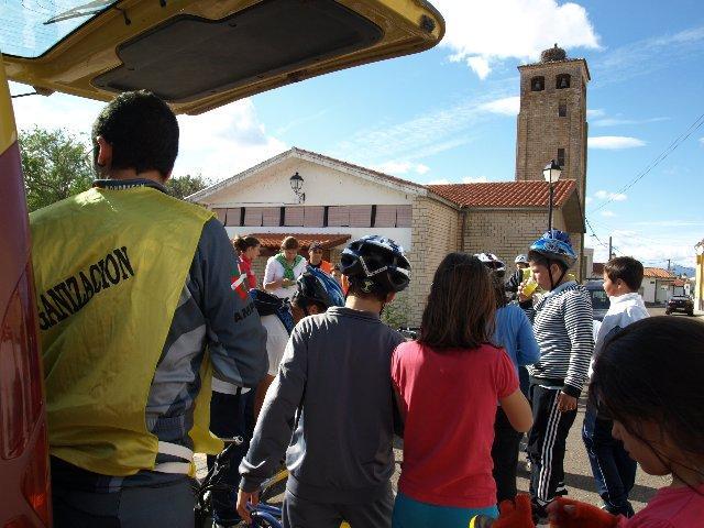 Los niños de Moraleja participan en la segunda ruta del mes de la bicicleta por La Moheda y Huélaga