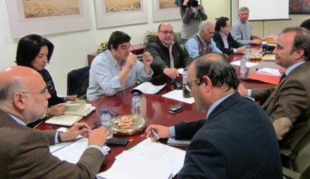 El Consejero de Agricultura presenta a las organizaciones agrarias el primer paquete de medidas frente a la sequía