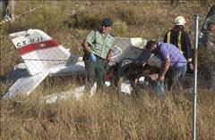 Fallece un piloto y otro resulta herido grave en un choque entre dos avionetas fumigadoras en Badajoz