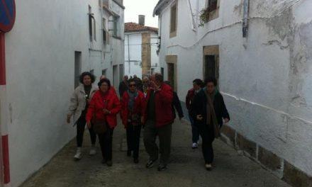 Los jubilados del grupo de guías turísticos  animan a los jóvenes de Valencia a sumarse a esta iniciativa