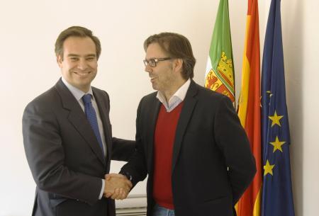 El Gobierno de Extremadura y Fempex colaborarán en la elaboración de un mapa de recursos de suelo industrial