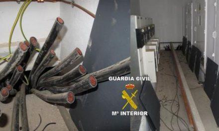 La Guardia Civil detiene a cuatro personas por el robo y daños causados en una empresa de Valdelacalzada