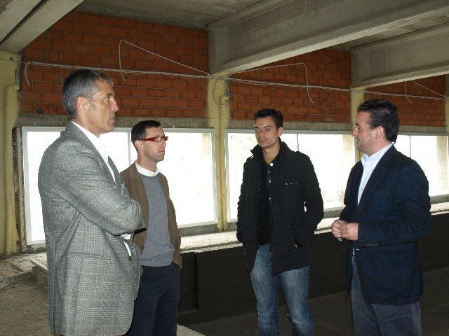 Antonio Pedrera visita las instalaciones deportivas de Moraleja para conocer sus necesidades y proyectos