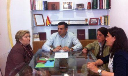 El alcalde de Coria y la concejala de Educación se reúnen con las responsables de la UNED