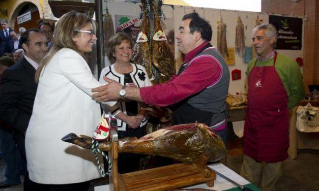 El Gobierno de Extremadura destaca la calidad del jamón extremeño y apuesta por su comercialización exterior