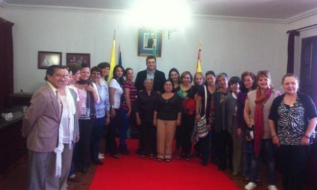 El Ayuntamiento de Coria recibe a un grupo de peregrinas de Colombia que está visitando la región