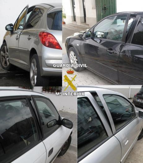 La Guardia Civil detiene a tres jóvenes por el robo en el interior de vehículos en tres localidades pacenses