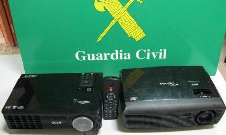 La Guradia Civil detiene a un joven cuando intentaba vender objetos sustraídos del colegio de Villafranco
