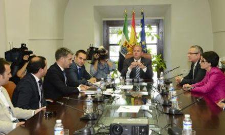 El presidente Monago recibe a empresarios que comercializarán productos extremeños en China
