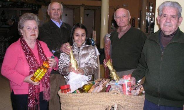 Teodoro Pacheco Borrella ha sido el agraciado con la cesta de navidad del Hogar de Pensionistas de Coria