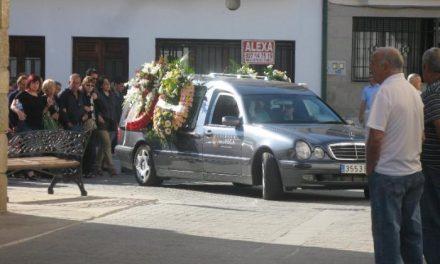 Moraleja despide al jubilado fallecido en el accidente laboral y se sigue buscando al trabajador desaparecido