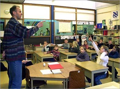 La consejería de Educación prevé que 565 docentes se jubilarán en Extremadura durante este año 2008