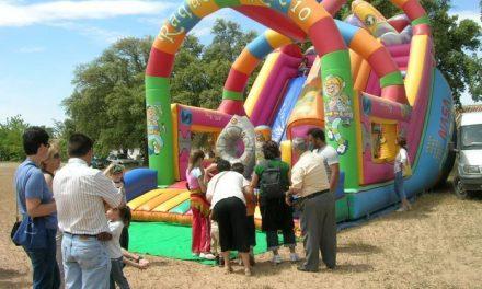 Cinco niños resultan heridos al volcar un castillo hinchable en una fiesta del AMPA en Montehermoso