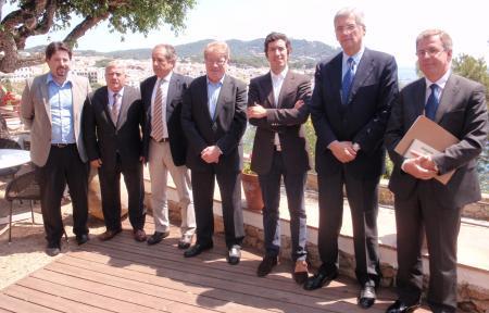 El sector corchero extremeño se suma a una campaña para promocionar el tapón del corcho en el mercado español