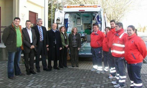 La Asamblea Local de Cruz Roja de Coria estrena una nueva ambulancia más moderna y con más medios