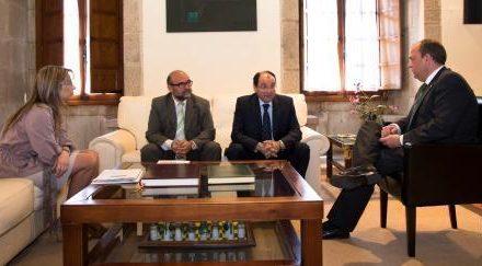 El presidente Monago recibe a los responsables de la Organización de Profesionales Autónomos