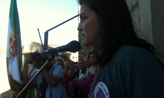 Cientos de personas se concentran en la Plaza de San Pedro de Coria para dar la bienvenida oficial a San Juan
