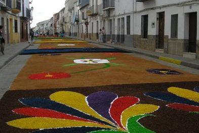 Cientos de personas se dieron cita en San Vicente de Alcántara para vivir la festividad del Corpus Christi