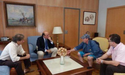 El delegado del Gobierno se compromete a trabajar para garantizar la seguridad de la ecologista Francisca Blanco