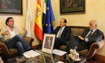 Hernández Carrón anuncia que la plantilla del Centro de Alta Resolución de Trujillo será propia del centro