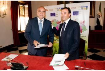 Diputación de Cáceres firma un convenio con Agricultura para la gestión de residuos de construcción