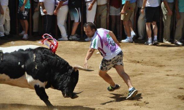 La suelta del toro Floreado de la Junta de Defensa concluye con dos personas atendidas con contusiones