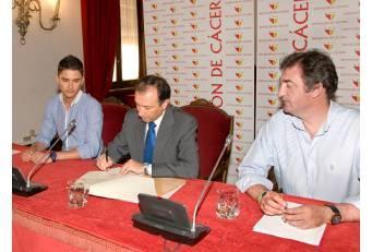 Diputación de Cáceres y la Federación de Folklore firman un convenio para organizar actos este año