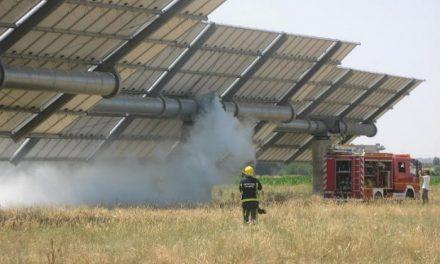 Un incendio en una planta fotovoltaica próxima a Moraleja obliga a actuar a dos dotaciones de bomberos